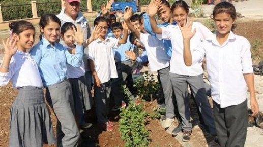 Akdeniz Belediyesi, 2 Okulu Çiçeklendirdi