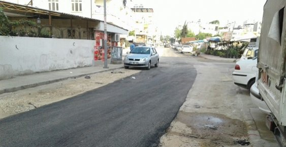 Akdeniz Belediyesinde Yol Yapım İşleri Yamalıbohça Misali...