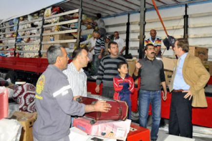 Akdeniz Belediyesinden Van'a 10 tır yardım