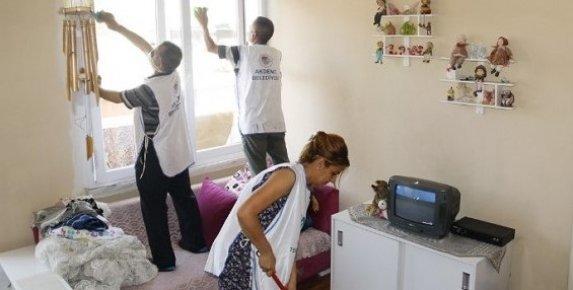 Akdeniz Belediyesi'nden Yaşlılara Evde Temizlik Hizmeti