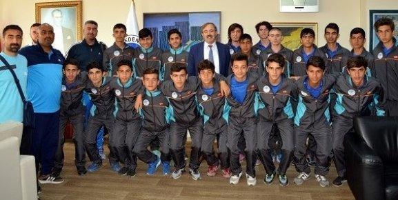 Akdeniz Belediyespor  U15 Türkiye Şampiyonasında Finallere Kaldı.