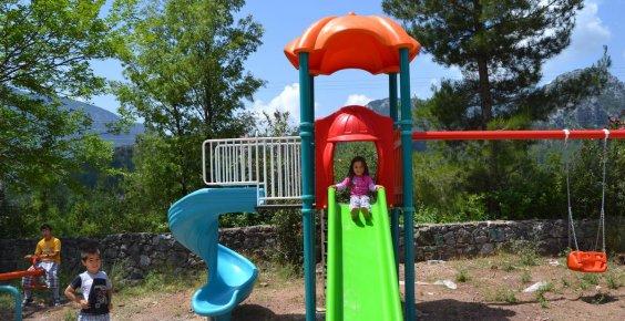 Akseki'de mahallelere çocuk parkı