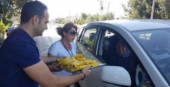 Anamur'da Sürücülere Muz Dağıtıldı
