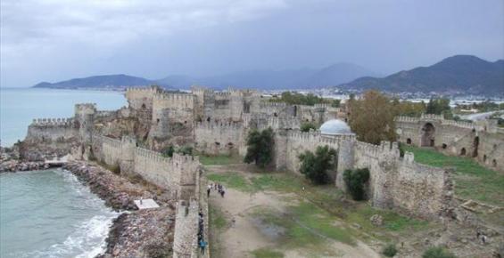 Anamur'da Tarihî Kaledeki Top Çalındı