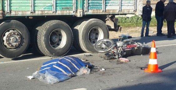 Anne ve Oğul Feci Trafik Kazasında Yollarını Ayırdılar