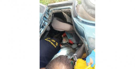 Araçta Sıkışan Sürücü İtfaiye Ekiplerince Kurtarıldı