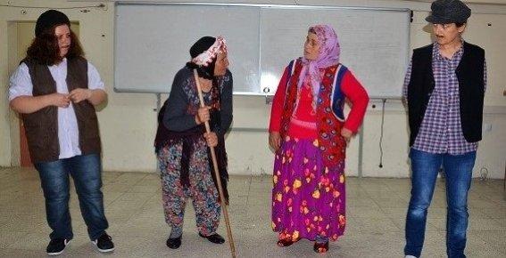 Arslanköy Tiyatro Topluluğu, Lise Öğrencileri ve Köy Kadınları İçin Oynadı
