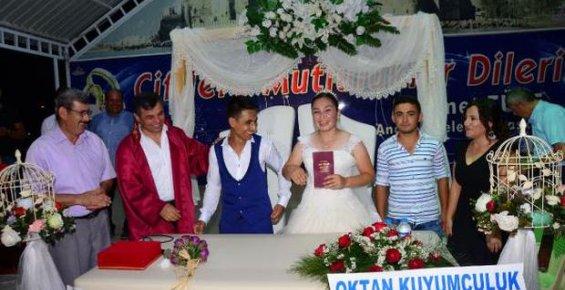 Asker Kardeşi İçin Düğününü Canlı Yayınladı
