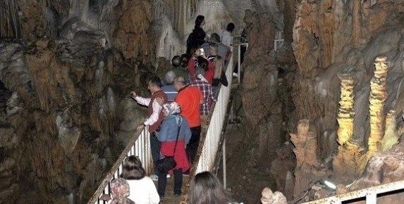 Aynalıgöl Mağarası Ziyaretçi Bekliyor