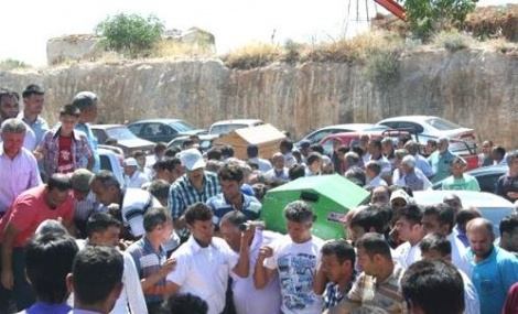 Aynı Aileden 4 Kişinin Cenazesi Toprağa Verildi