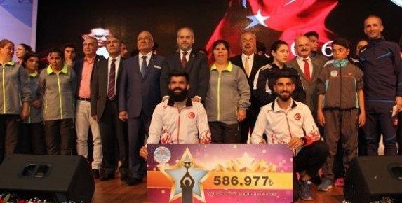 Bakan Kılıç, Mersin'de '2016 Spor Başarı Ödül Töreni'ne Katıldı