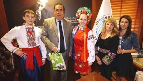 Başkan Özcan'a Yabancı Çocuklardan Ziyaret