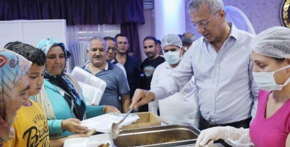 Başkan Tarhan Ramazan Ayının İlk İftarında Vatandaşlarla Buluştu