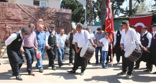 Başkan Tuna, İşçilerle Birlikte Halay Çekti