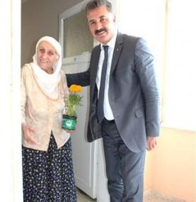Başkan Tuna'dan Annelere 60 Bin Çiçek