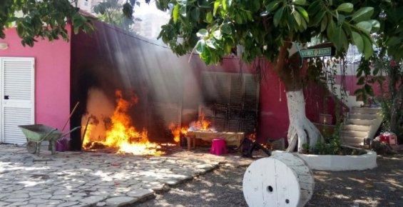 Belediye Personelini Bıçakladığı İleri Sürülen Zanlıların İş Yerinde Yangın Çıktı