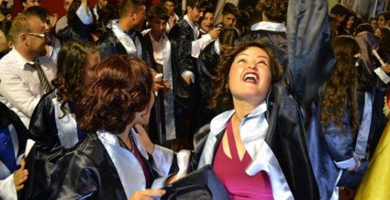 Bozyazı Çok Programlı Anadolu Lisesi'nde Mezuniyet Coşkusu