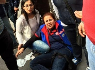 Caddede Yürüyen Kadını Bıçakladı
