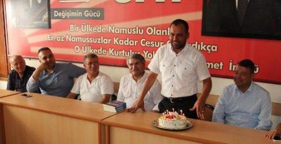 CHP İlçe Başkanına Doğum Günü Sürprizi