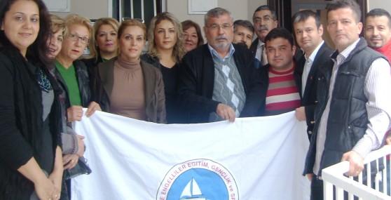 CHP'li Kadınlardan İşitme Engellilere Ziyaret