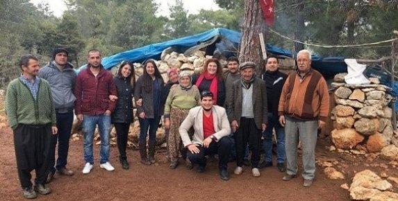 CHP'lilerden Öğrencilere Ayakkabı Yardımı