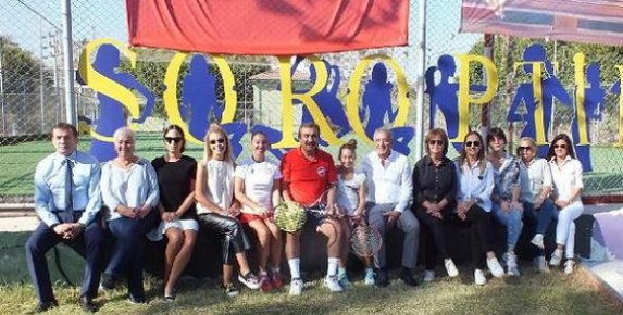 Cumhuriyet Tenis Kupası'nda Dostluk Maçı