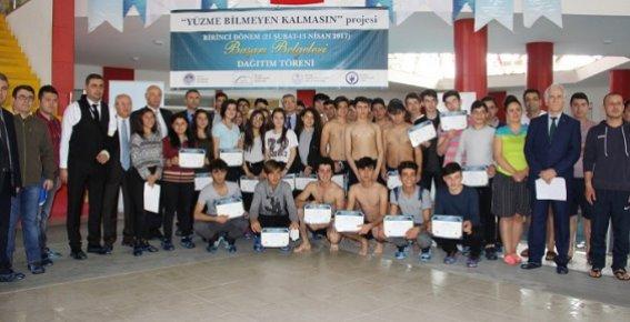 Dezavantajlı Öğrenciler Yüzmeyi Öğreniyor