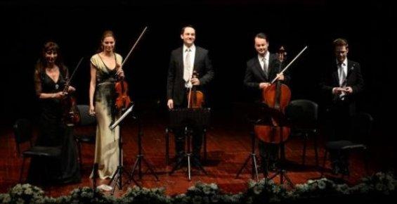 Die Wiener Strauss Company, Mersin'de Büyüledi