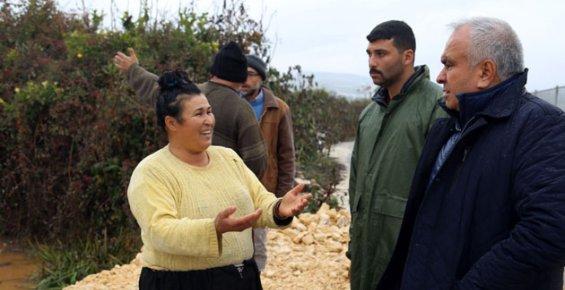 Erdemli Belediye Başkanı Mükerem Tollu Sel Bölgesinde İncelemelerde Bulundu.