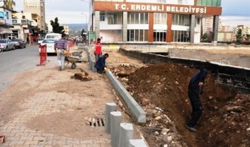 Erdemli Belediye Meydanı Kısa Sürede Hizmete Açılacak