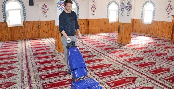 Erdemli Belediyesi Camileri Temizlemeye Devam Ediyor