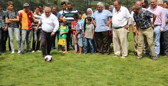 Erdemli Belediyesi Çerçili Mahallesi'ne Futbol Sahası Yaptı
