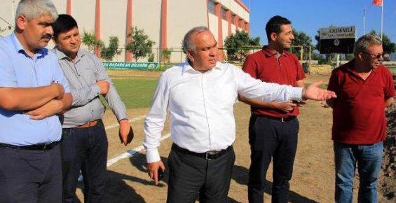 Erdemli Belediyesi İlçeye Futbol Sahası Kazandırıyor
