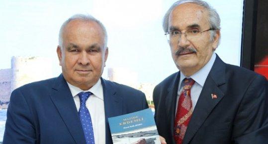 Erdemli Belediyesi, 'Mazide Erdemli' Kitabı İçin İmza Günü Düzenledi