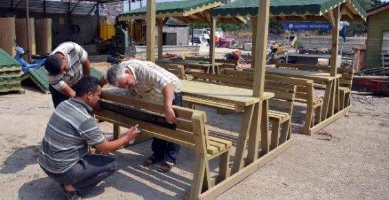 Erdemli Belediyesinden Parklara Bank Çalışması
