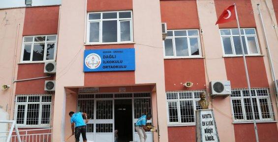 Erdemli Belediyesi'nin okullara hizmet desteği sürüyor