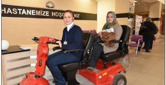 Erdemli Devlet Hastanesi'nde Hastalara Akülü Araçlarla Hizmet