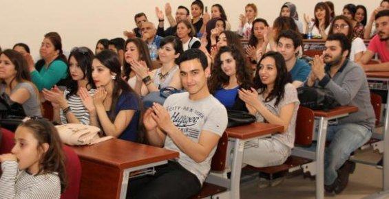 Erdemli MYO Öğrencilerinden Yıl Sonu Gösterisi