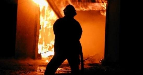 Erdemli'de Boş Binada Yangın Çıktı