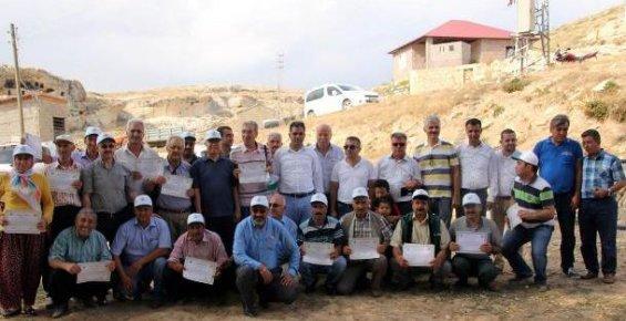 Erdemli'de Ceviz Yetiştirecek 19 Çifçi'ye Sertifika Verildi