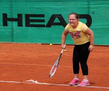 Erdemli'de Minik tenisçiler Sertifikalarını Aldı.