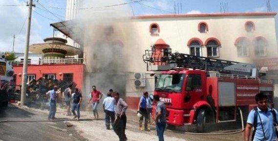Erdemli'de Plastik Deposunda Çıkan Yangın Korkuttu