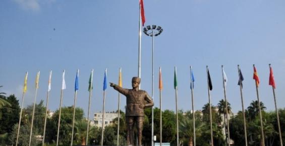 Erdemli'nin En Büyük Atatürk Heykeli Dikildi