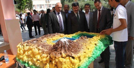 Gülnar'da 4006 TÜBİTAK Bilim Fuarı açıldı