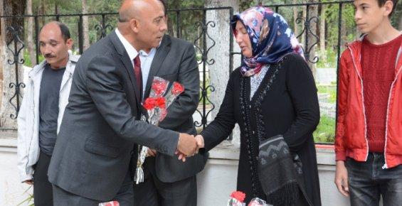 Hafta dolayısıyla Mersin Şehitliğinde Törende Düzenlendi.