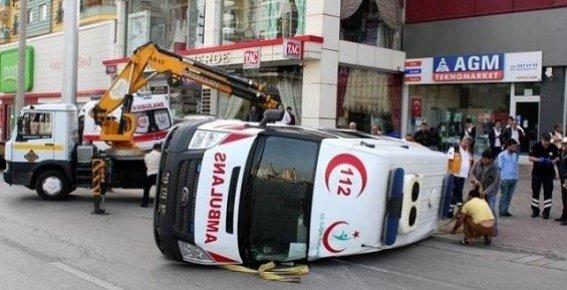 Hasta Taşıyan Ambulans Kaza Yaptı.