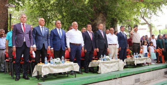 Karacaoğlan Kayısı Kültür Ve Sanat Festivali Çeşitli Etkinliklerle Başladı