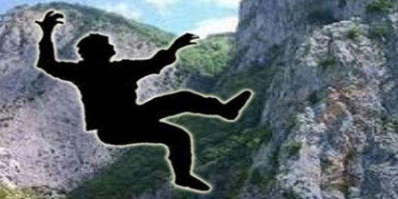 Kayalıktan Düştü Yaşamını Yitirdi.