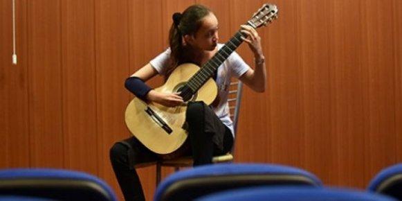 """Klasik Gitarın 12 Yaşındaki """"Yıldızı"""""""