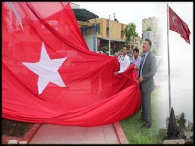 Kuvayi Milliye Anıtına 40 metrelik Türk Bayrağı Dikildi